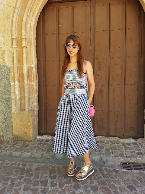 http://es.zaful.com/ruffles-smocked-tube-top-y-checked-a-line-falda-maxi-p_289850.html?lkid=58207