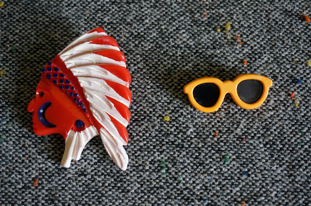 des broches indien et lunettes de soleil  vintage indian brooch and sunglasses