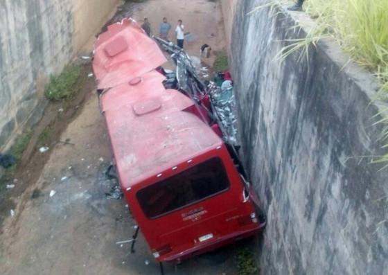 Un muerto y 33 heridos dejó un accidente de autobús en el estado Portuguesa