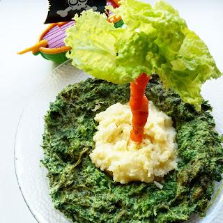 tronco sa zanahoria, hojas de lechuga, isla de puré de coliflor, y mar de espinacas