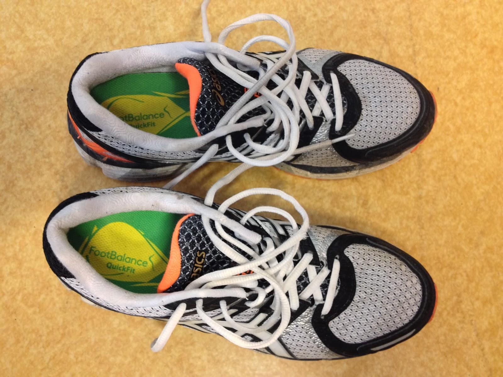 Efter uppvärmningen skulle sulorna stoppas ner i skorna och formas efter  fötterna under en promenad på ca 5 min. På det stora hela var det ganska  enkelt att ... f2e3101fd9c96