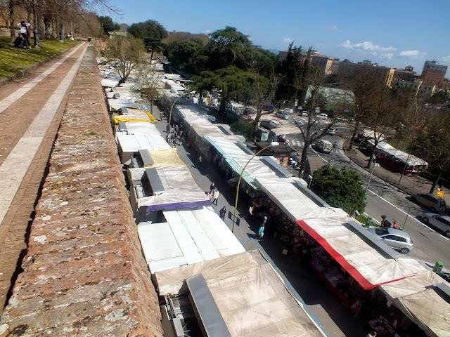 día de mercado en Siena desde la fortaleza