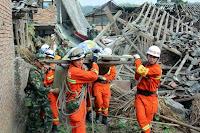 adalah peristiwa atau rangkaian peristiwa yang mengancam dan mengganggu kehidupan dan pen Pengertian, Jenis dan Manajemen Bencana