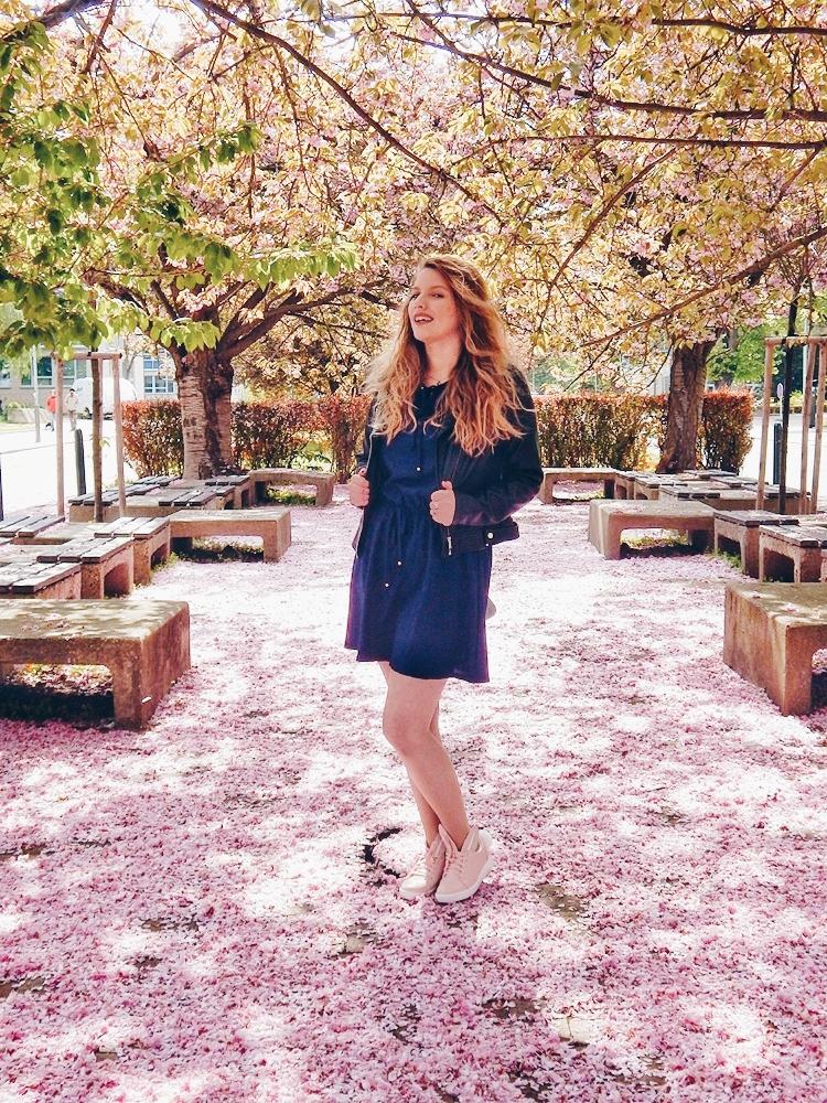 6 melodylaniella gamiss manzana różowe sneakersy króliczki granatowa sukienka skórzana ramoneska pikowana listonoszka szara manzana praga photoshoot sesja zdjęciowa fashion style modnapolka lookbook ootd girls