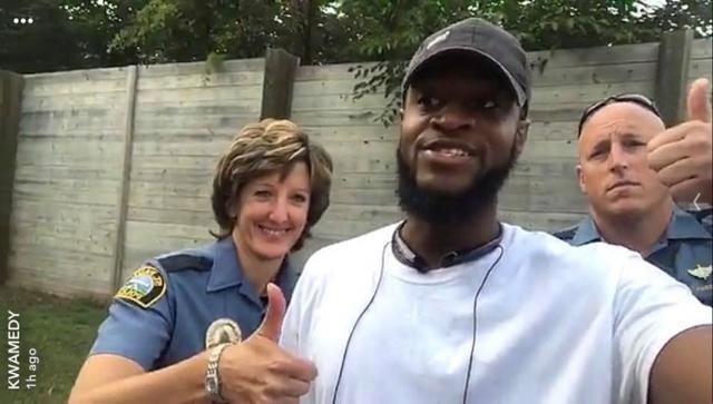 Hombre salvado con la policía | Kwame Anderson