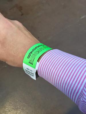神宮球場のセブンイレブンカウンター席の飲み放題用リストバンド