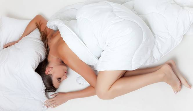 wanita tidur