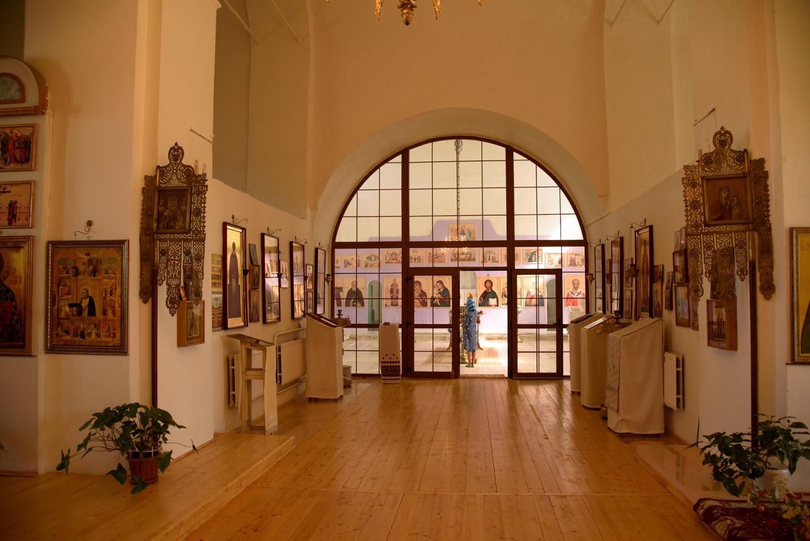 Внутри церкви Вознесения в Парском