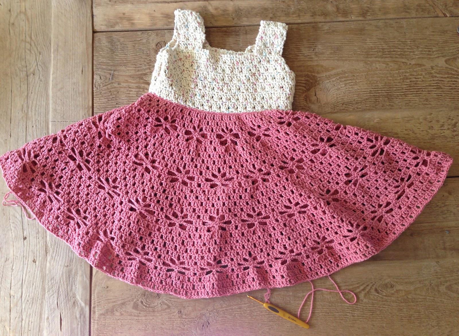A beautiful dress for girls crochet yarn. pattern