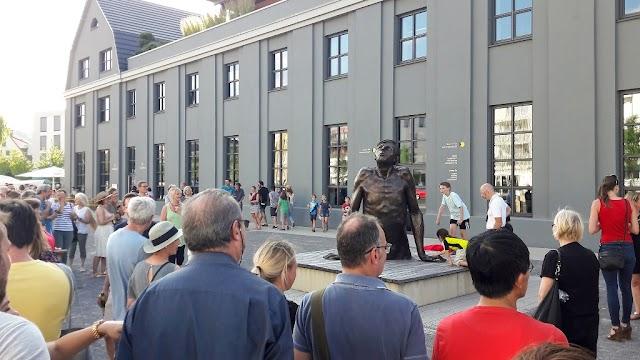 Mazedonische Statue vor dem Institut für Kulturaustausch in Tübingen