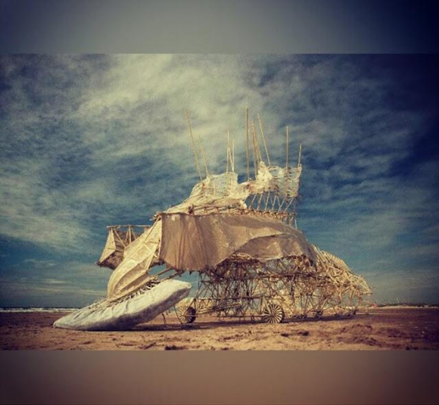 Escultura na praia