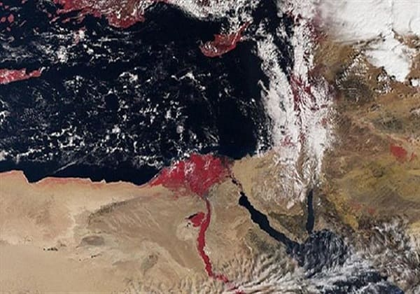 هل تعلم لماذا يظهر نهر النيل باللون الأحمر في صور الأقمار الصناعية.؟