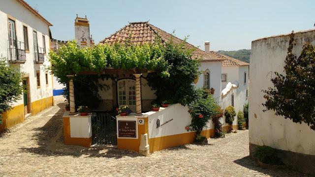 Óbidos - A vila medieval de Óbidos é uma das mais pitorescas e bem preservadas de Portugal.