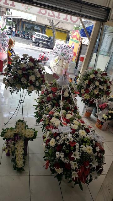 jual karangan bunga duka cita di surabaya, harga karangan bunga duka cita surabaya, toko bunga duka cita surabaya