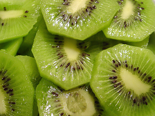 Shrink Pores Naturally With Kiwi Fruit | Healthy Logica