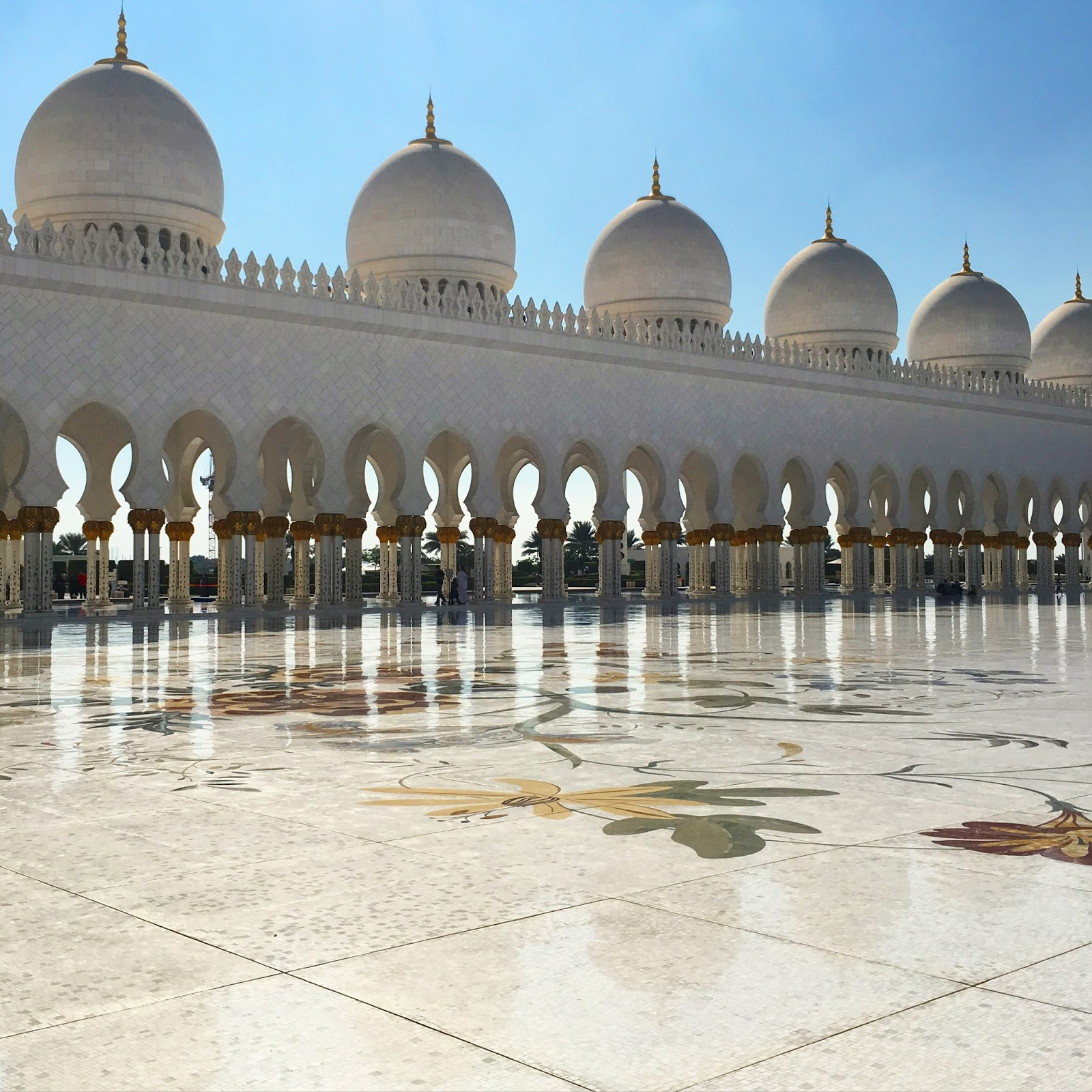 Experience Sheikh Zayed Grand Mosque : A Visual Guide