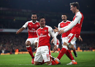 [Photo] Per Mertesacker Celebrates New Arsenal Position