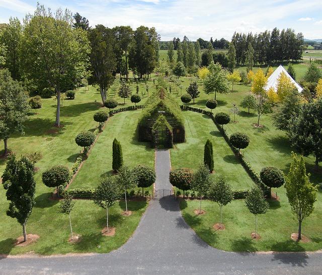 Iglesia única construida con árboles