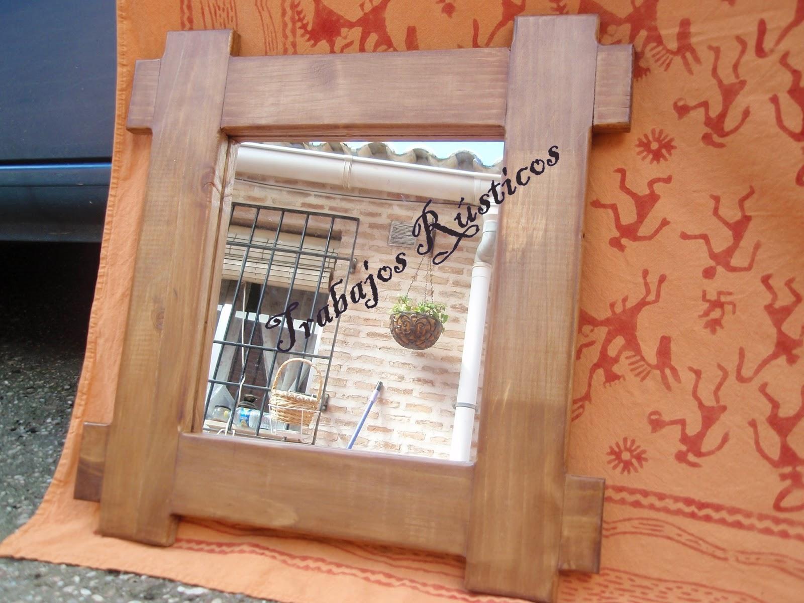 Trabajos r sticos espejos con marco madera for Disenos de marcos de madera para espejos
