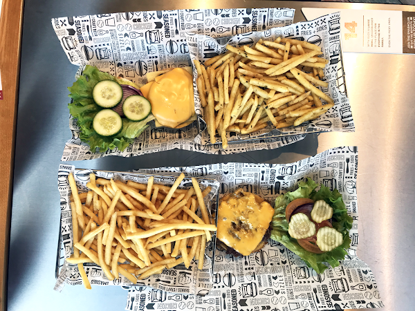 The best veggie burgers ever? Smashburger Review!