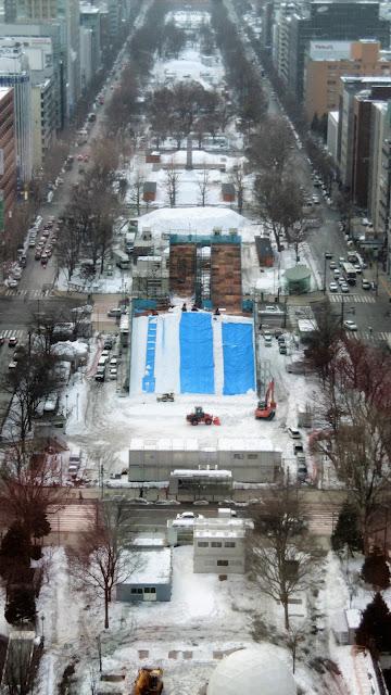 北海道 さっぽろテレビ塔から見た大通公園(雪まつり会場)