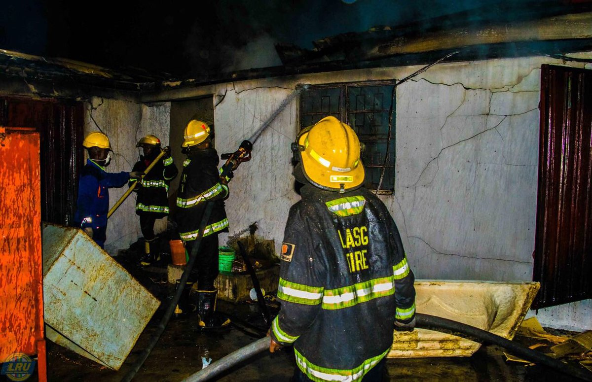 Fire Outbreak Razes A Building In Ikeja, Lagos State