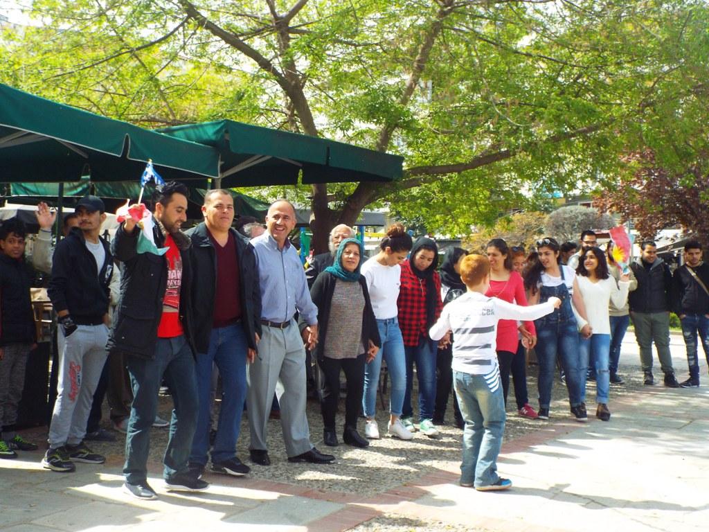 Κουρδική γιορτή χαράς και φιλίας στα Τρίκαλα (ΦΩΤΟ)