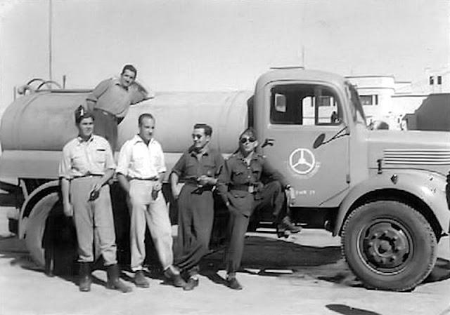 Con gafas negras el cabo 1º Fraile (EPD) conductor de la Mixta. De pie, el segundo por la derecha, Pepe Sabater, de quien es esta fotografía.