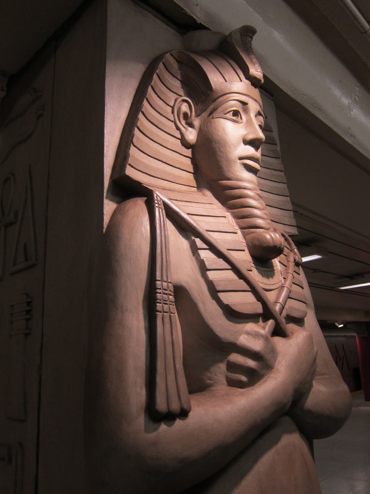 Osiris pillar at Museum station