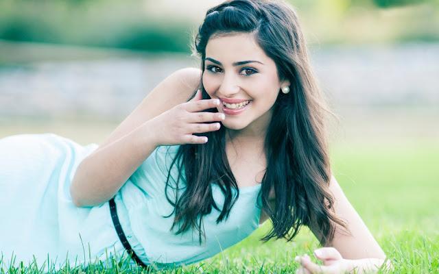 Kaisi udati h ishq ki khushbu aaj jana he - Beautiful Shayari For Her