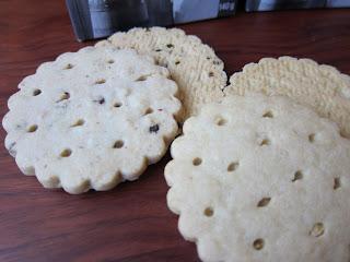 Low-sugar packaged cookies