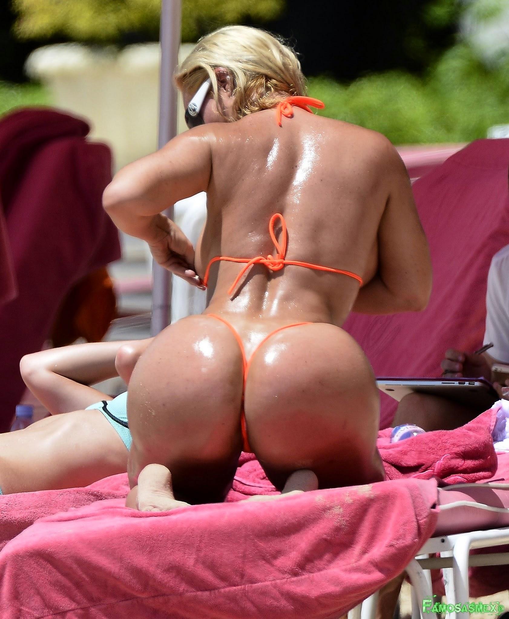 Nicole Coco Austin In Bikini At a Beach In Barbados Foto 1
