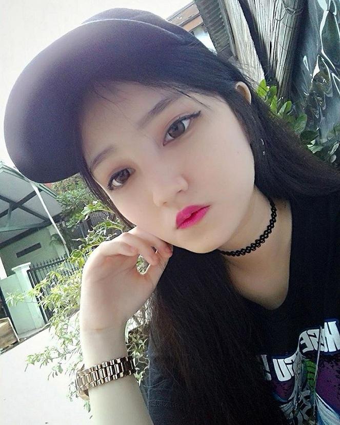 Foto Cewek Cantik Pakai Topi : Kiddle.ID