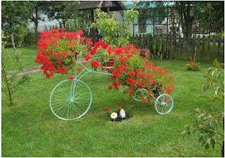 cómo reciclar una bicicleta vieja, como decorar el jardin, como adornar mi terraza, como pintar una bicicleta vieja