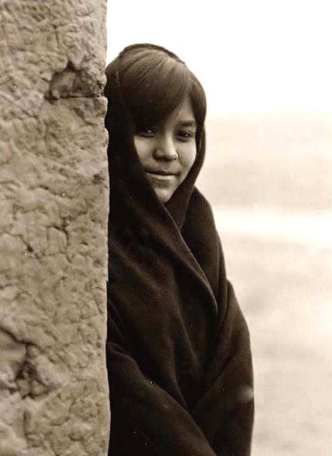Mujer zuni con rasgos nipones
