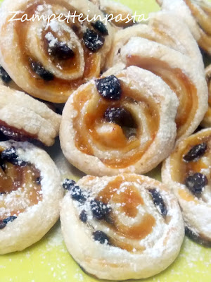 Girelle di pasta sfoglia con marmellata- Ricetta facile e veloce
