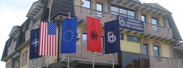 Unglaublich - Mazedonische Flagge erstmals im DUI Parteisitz gesichtet