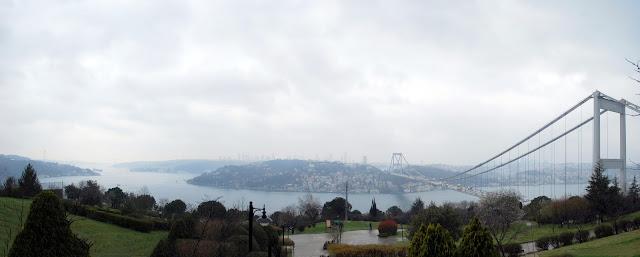 Парк Otağtepe у моста через Босфор. Стамбул, Турция.