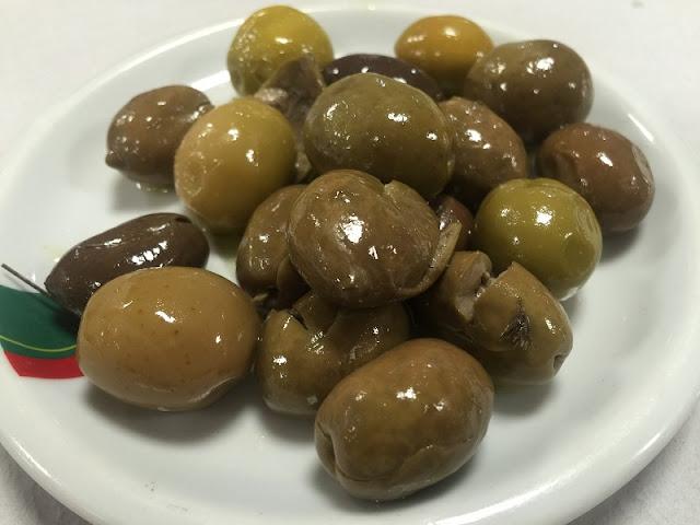 Plato de olivas del restaurante casa Aragó I