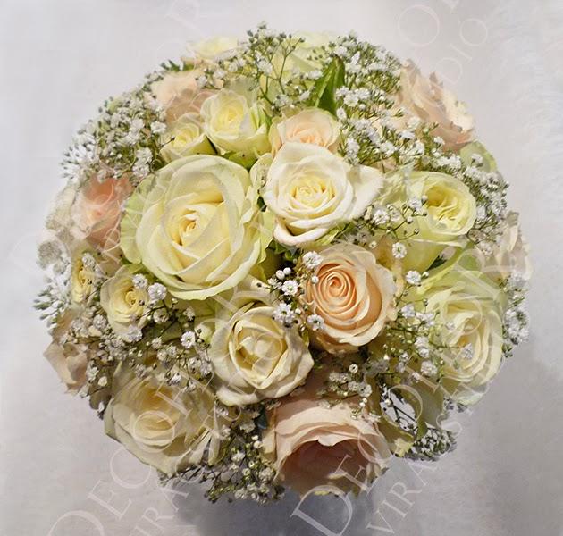 ekrü és barack menyasszonyi csokor rózsából, rezgővel
