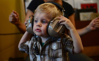 Música ajuda bebês a falar, revela estudo