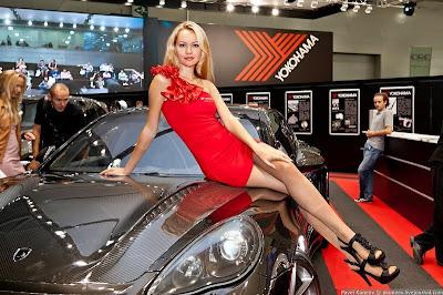 فتيات معرض موسكو للسيارات 2011