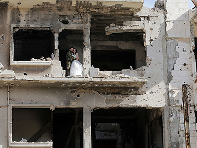 World of Islam in Picture: Wedding in the war-ravaged Homs