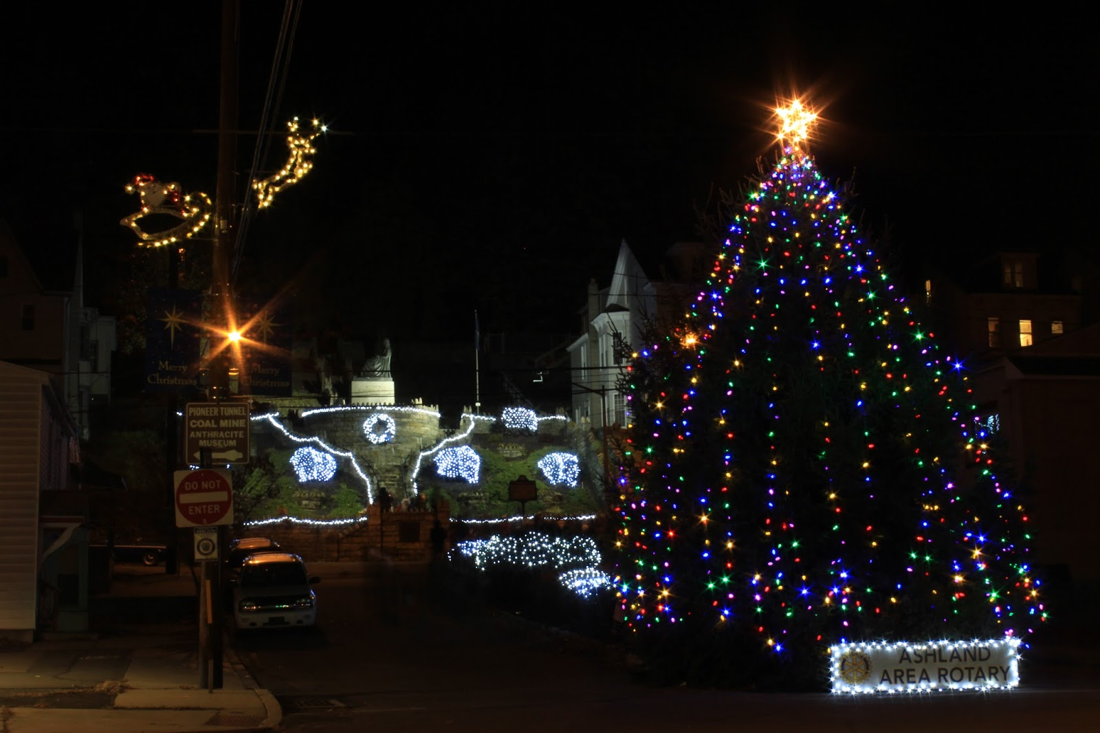 Ashland Christmas Trees.Skook News Santa Claus Arrives And Lights Christmas Tree In