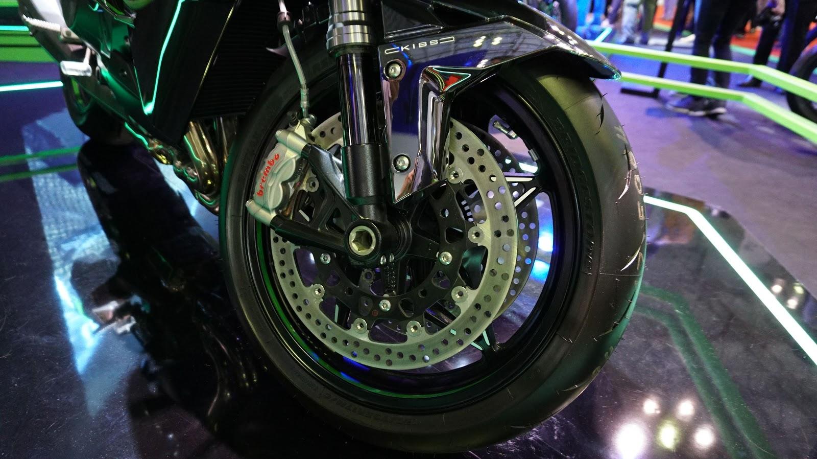 Hệ thống phanh ABS hai đĩa và giảm sốc ống lồng của Kawasaki Ninja H2