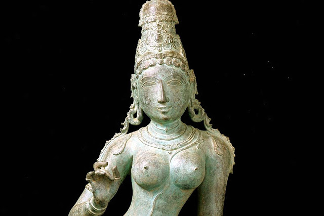 US returns more than 200 stolen artefacts to India