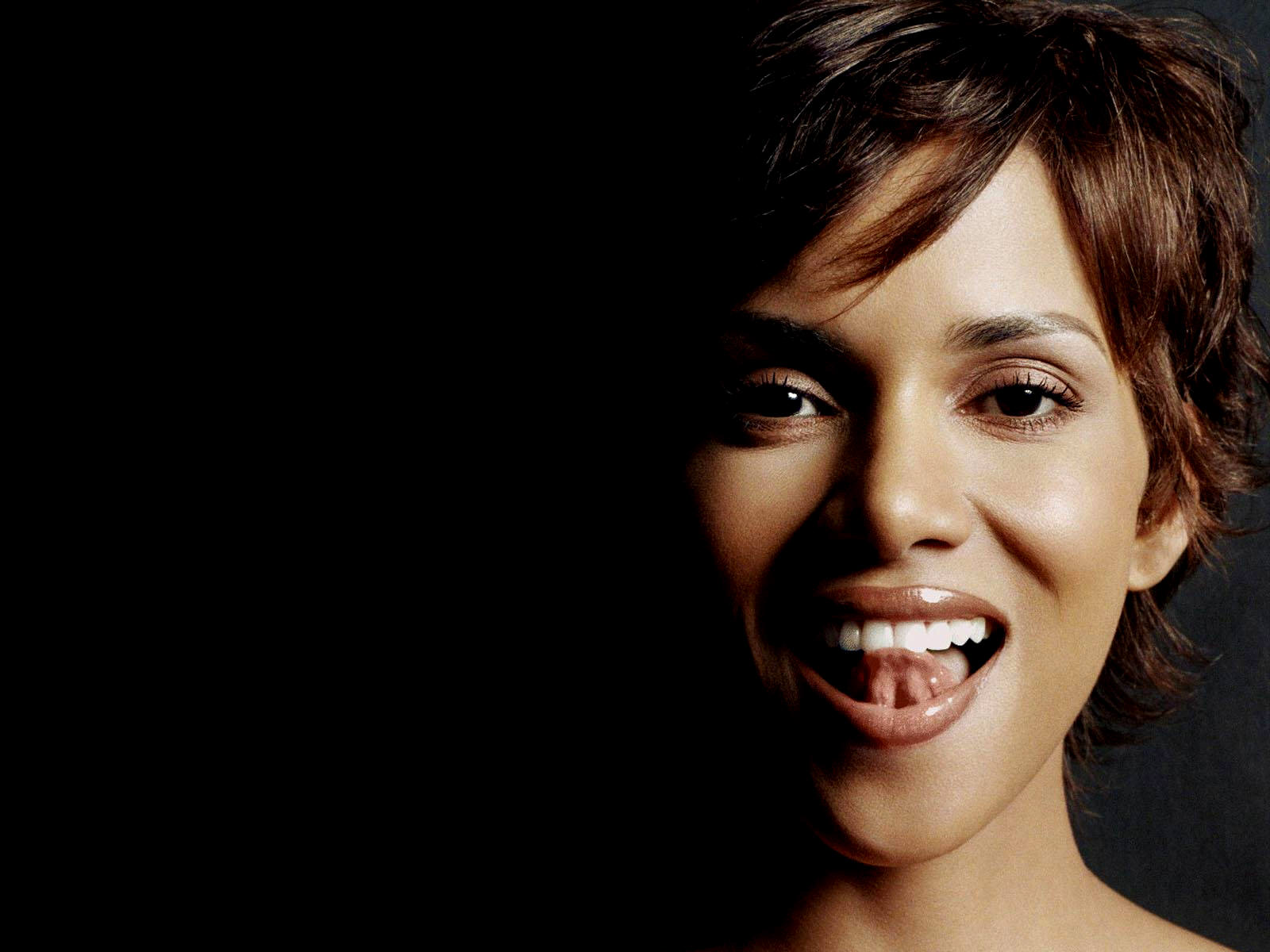 High Resolution Wallpaper Halle Berry Wallpapers-4269