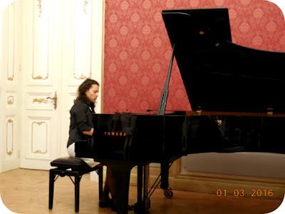 Veronika Tabakova la pian