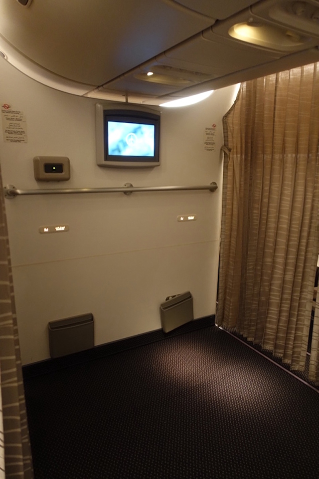 jom-lihat-ruang-solat-yang-begitu-selesa-di-atas-kapal-terbang-saudi-airline-5