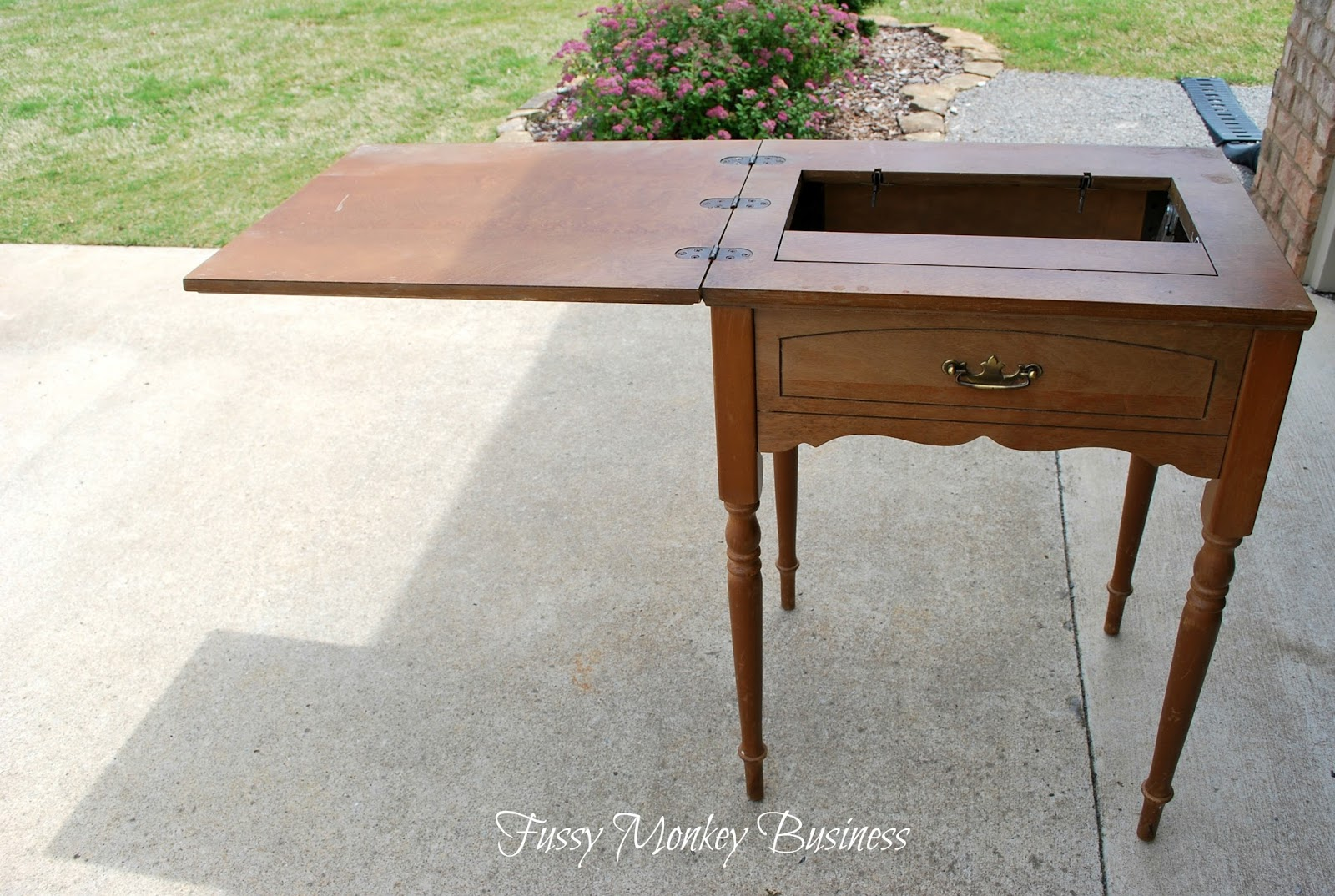fussy monkey business old sewing machine table turned outdoor planter. Black Bedroom Furniture Sets. Home Design Ideas
